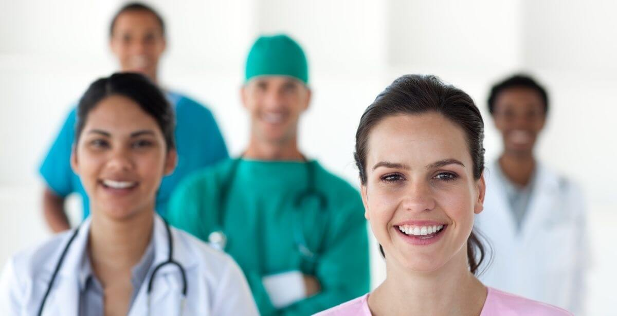 A group of ethnically diverse nurses and doctors